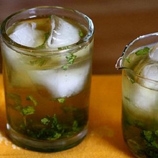 Cocktail bạc hà kiểu cổ điển