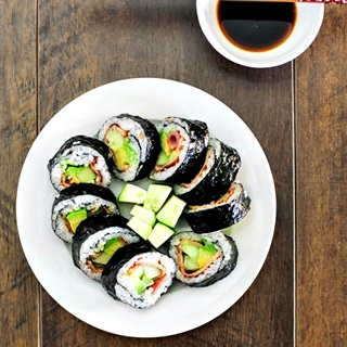 Cách Làm Sushi Bơ Thanh Đạm, Không Tốn Thời Gian