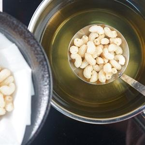 Snack nui chiên bơ lắc phô mai
