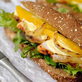 Cách Làm Bánh Mì Gà Với Sốt Xoài Lạ Miệng Và Ngon