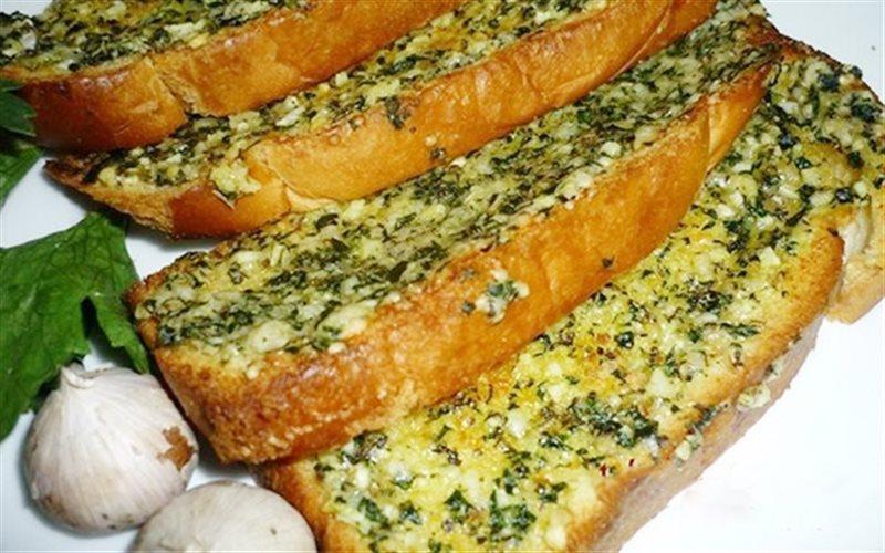 Cách Làm Bánh Mì Dài Bơ Tỏi Giòn Rụm Béo Ngon