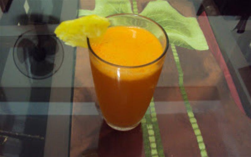 Cách làm nước ép thơm và cà rốt