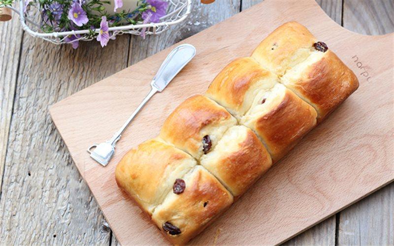 Cách Làm Bánh Mì Nho Thơm Ngon Đơn Giản Tại Nhà