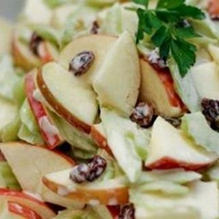 Cách Làm Salad Táo Cần Tây Cho Ngày Cuối Tuần