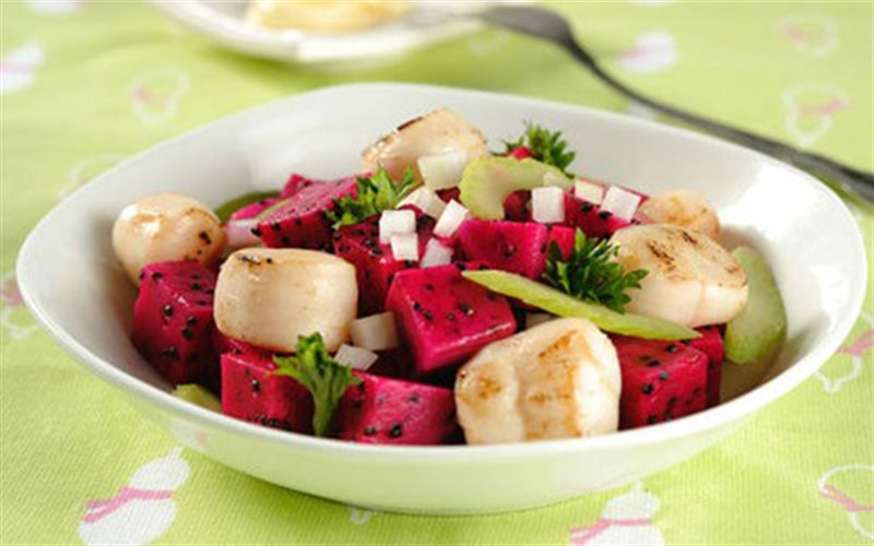 Cách Làm Salad Thanh Long Đỏ Thơm Mát Ngày Hè