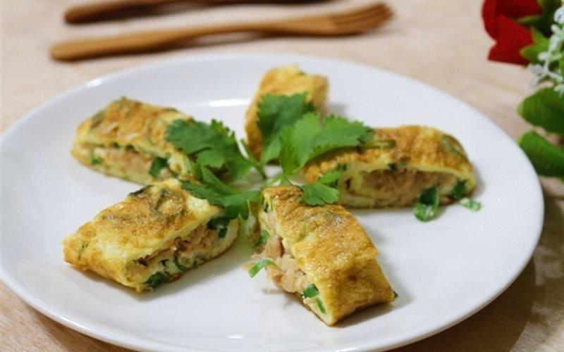 Cách làm trứng cuộn cá ngừ