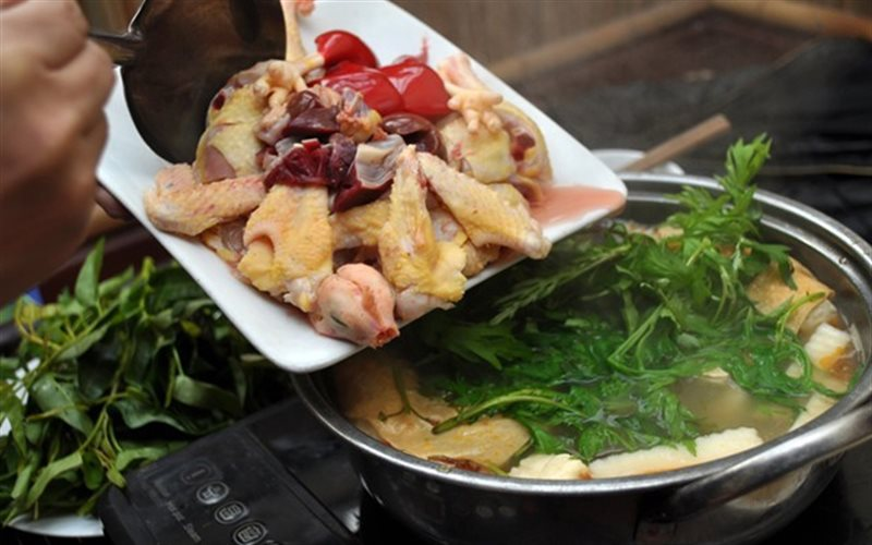 Cách nấu Lẩu Gà nấm, ngải cứu và rau củ cực bổ dưỡng