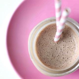 Cách Làm Sữa Lắc Chocolate Thơm Ngon Mát Lạnh