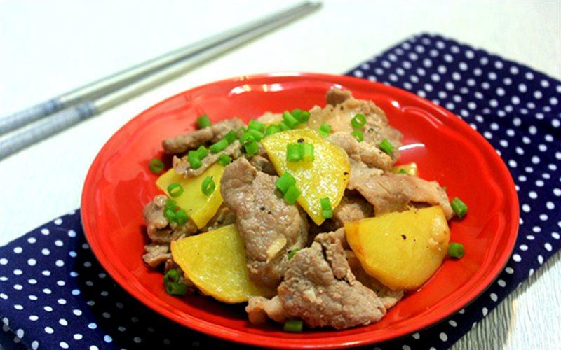 Cách làm Thịt Thăn Xào Khoai Tây đổi khẩu vị cho gia đình