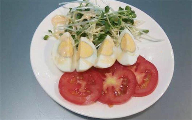 Cách làm Salad Trứng thơm ngon, hấp dẫn cho nàng giảm cân
