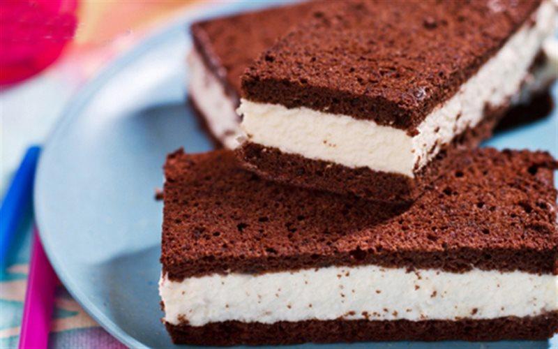 Cách Làm Bánh Chocolate Kẹp Kem Mềm Mịn Hấp Dẫn