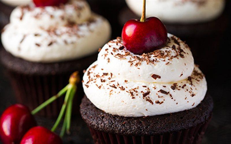 Cách Làm Cupcake Black Forest Tráng Miệng Cực Ngon