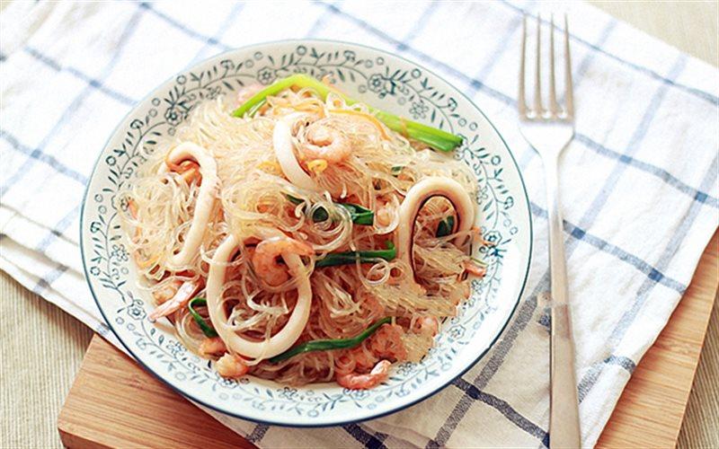 Cách làm Miến Xào Hải Sản tươi ngon cho bữa ăn cuối tuần
