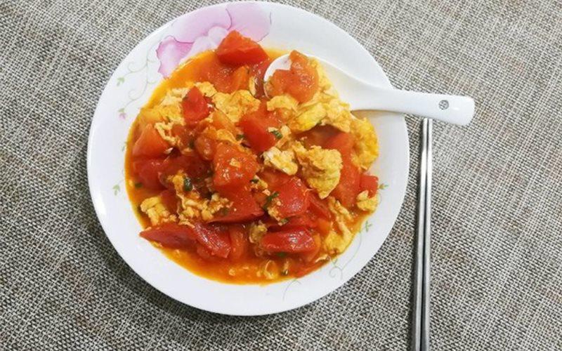 Cách làm trứng chiên xào cà chua đơn giản