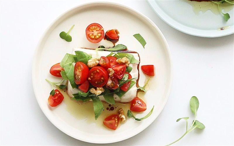 Cách làm Salad Đậu Hũ Cà Chua Bi hấp dẫn đổi món cho cả nhà