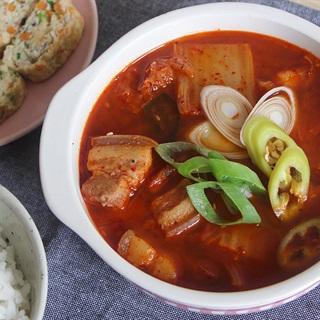 Cách Nấu Canh Kim Chi Thịt Ba Chỉ Đậm Vị Hàn Quốc