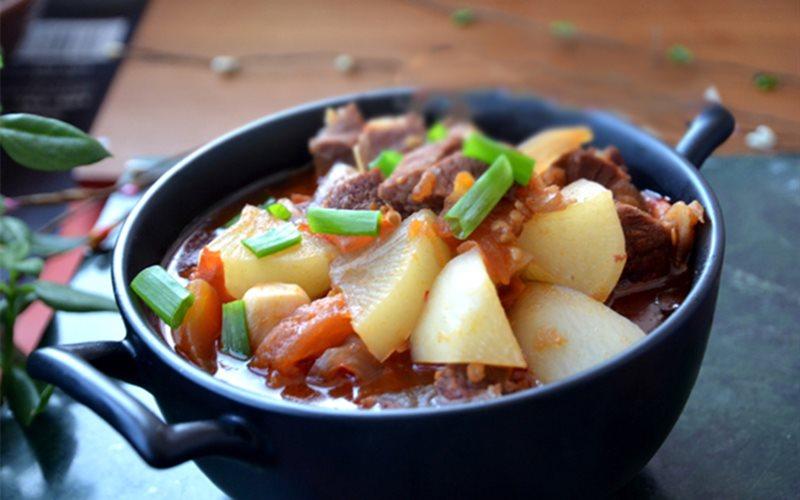 Cách nấu canh thịt bò cà chua củ cải