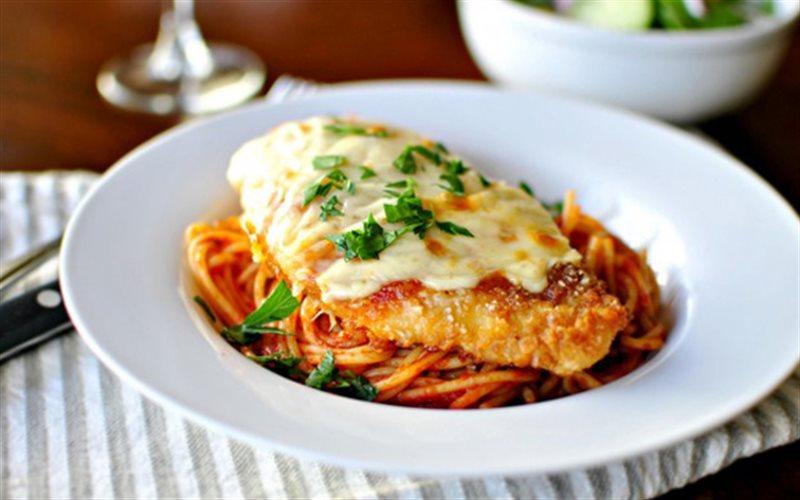 Cách làm Spaghetti Trộn Gà Nướng Phô Mai cực ngon lành