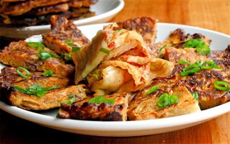 Cách làm Kimchi Pancake cay mặn giòn nhẹ chuẩn vị Hàn