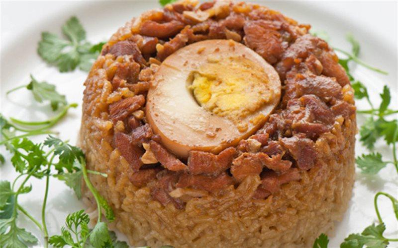 Cách Làm Cơm Hấp Thịt Gà Kho Tàu Lạ Miệng Mà Ngon