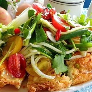 Cách làm Salad Xoài Trứng Chiên đủ vị, mát lành thơm ngon
