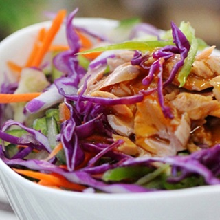 Cách làm Salad Cá Ngừ Hộp ngon miệng hỗ trợ chị em giảm cân