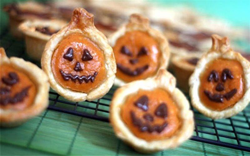 Cách Làm Bánh Bí Đỏ Cho Halloween Hấp Dẫn Đơn Giản