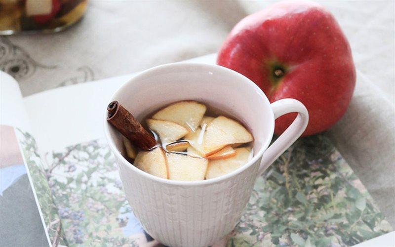 Cách làm trà táo ngâm mật ong