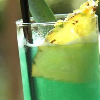 Cách Pha Cocktail Blue Hawaii Đơn Giản Thơm Ngon