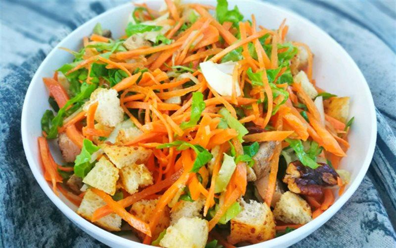 Cách Làm Salad Ức Gà Bánh Mì Thơm Ngon Đơn Giản