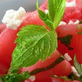 Cách làm salad dưa hấu trộn