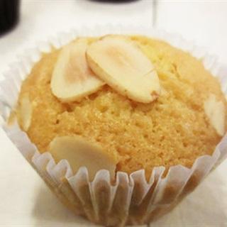 Cupcake hạnh nhân