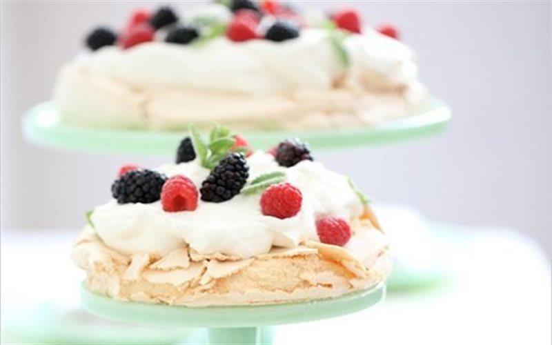 Cách Làm Bánh Kem Dâu Bạc Hà Đơn Giản Cho Bữa Tiệc