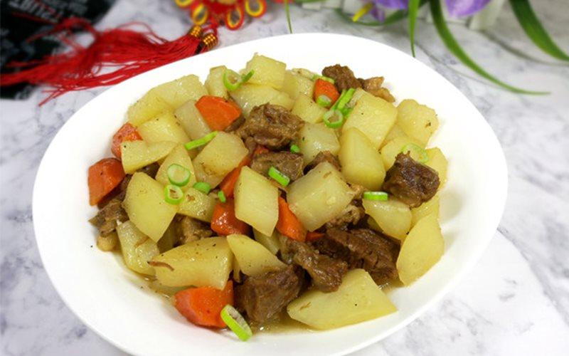 Cách làm thịt bò kho khoai tây và cà rốt