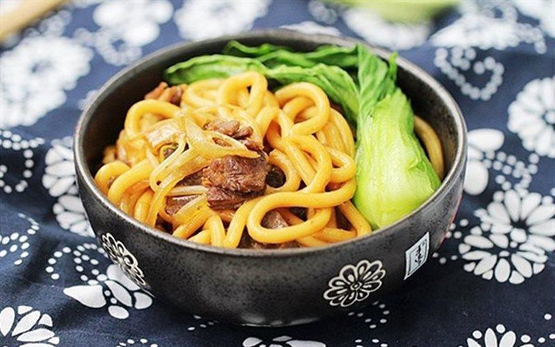 Cách làm Mì Udon Xào Thịt Bò lạ miệng nhưng bổ dưỡng