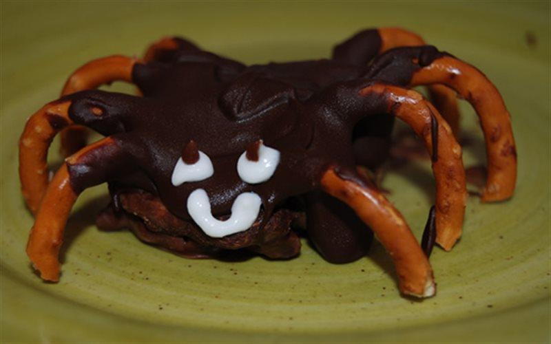 Cách Làm Bánh Quy Hình Nhện Cho Tiệc Halloween