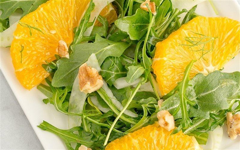 Cách làm Salad Cam Hạt Hồ Đào chuẩn vị Âu rất bắt miệng