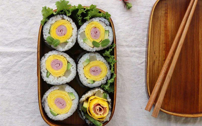 Cách Làm Sushi Hoa Vừa Đẹp Mặt Vừa Ngon Tròn Vị