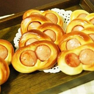 Cách làm bánh mì xúc xích mắt kính