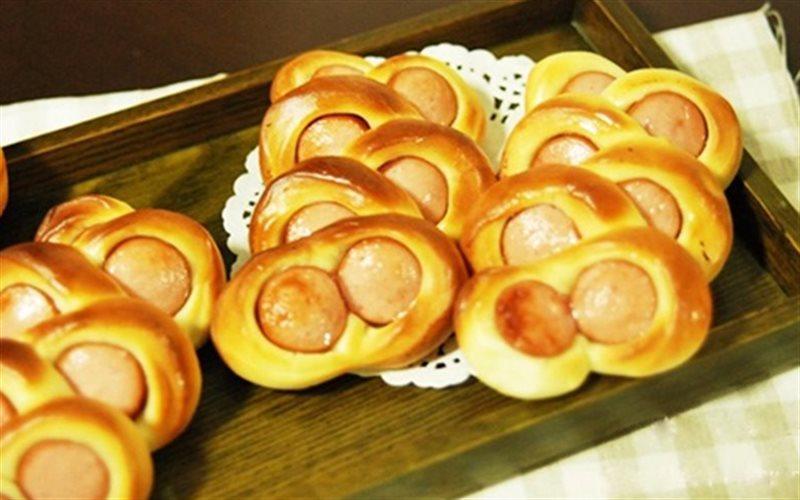 Cách làm Bánh Mì Xúc Xích Mắt Kính ăn vặt cực thơm ngon