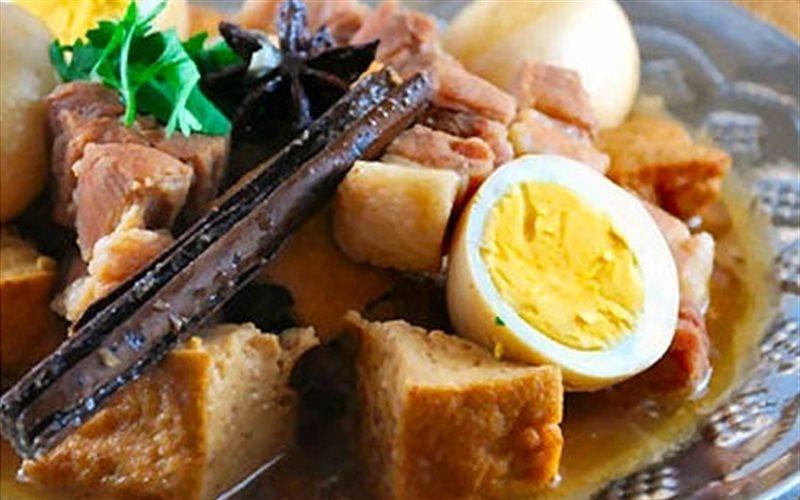 Cách Làm Thịt Kho Tàu Kiểu Thái Thơm Ngon Đậm Vị