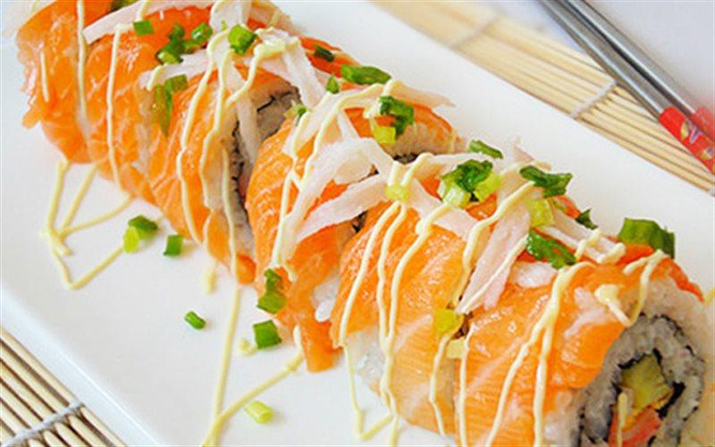 Cách Làm Cá Hồi Cuộn Sushi Đơn Giản Ngay Tại Nhà