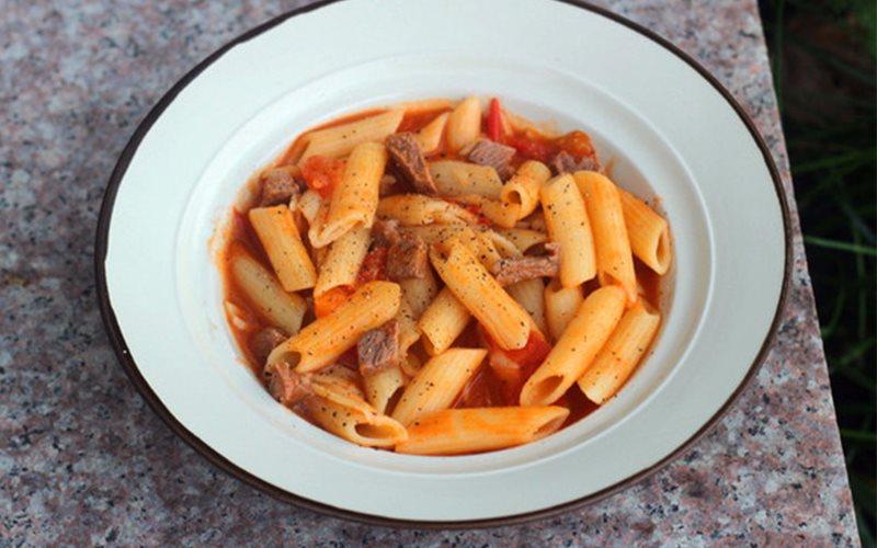 Cách làm pasta sốt cà chua với thịt bò