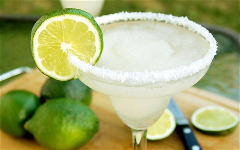 Cách pha Cocktail Margarita rượu tequila cho phái nữ