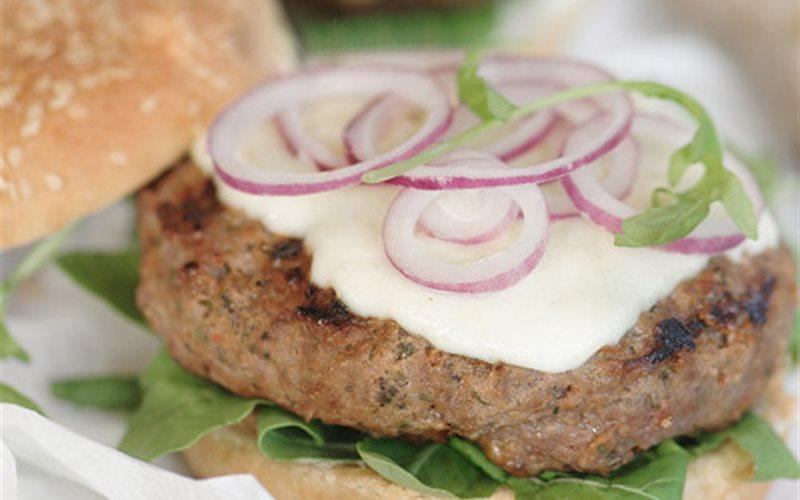 Cách làm Hamburger thịt bò phô mai