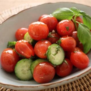 Salad dưa leo cà chua bi