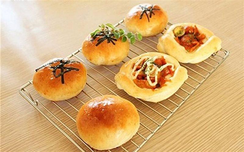Cách Làm Bánh Mì Nhân Gạo Cay Hàn Quốc Thơm Ngon