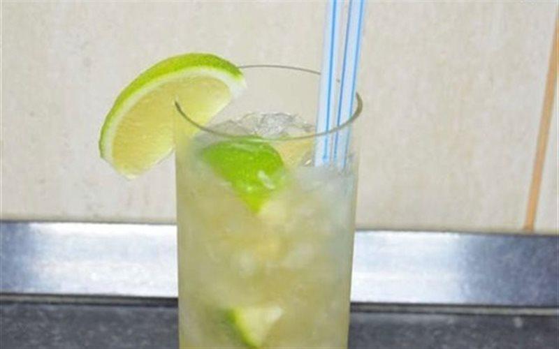 Cách Làm Cocktail Caipiroska Đơn Giản Cho Bữa Tiệc