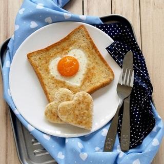 Cách làm bánh mì trứng tình yêu hình trái tim