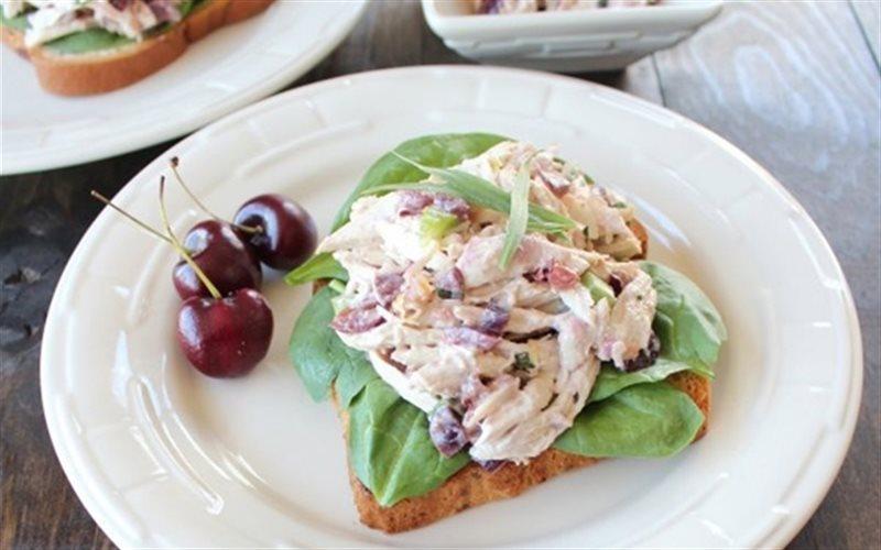Cách Làm Salad Gà Kẹp Sanwich Đơn Giản Ngon Miệng